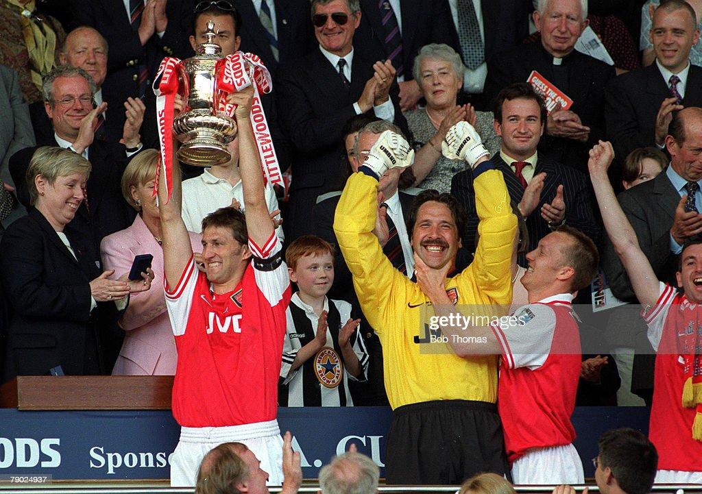 Football, 1998 FA Cup Final, Wembley, 16th May Arsenal 2 v ...