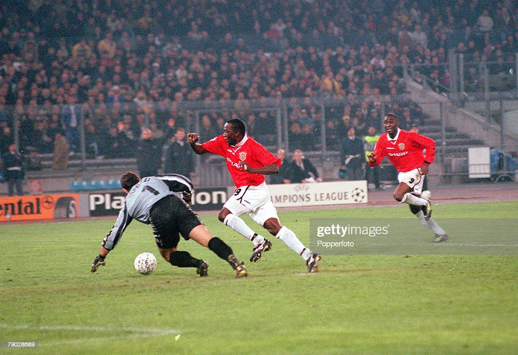 Football. 1999 UEFA Champions League Semi-Final, Second leg. 21st April, 1999. Turin. Juventus 2 v Manchester United 3. Manchester United's Dwight Yorke rounds Juventus' goalkeeper Peruzzi only to be brought down. Andy Cole (behind) followed up to score t : News Photo