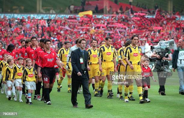 Football, 1999 UEFA Cup Winners Cup Final, Birmingham, 19th May Lazio 2 v Mallorca 1, The Lazio and Real Mallorca teams walk out on to the pitch for...