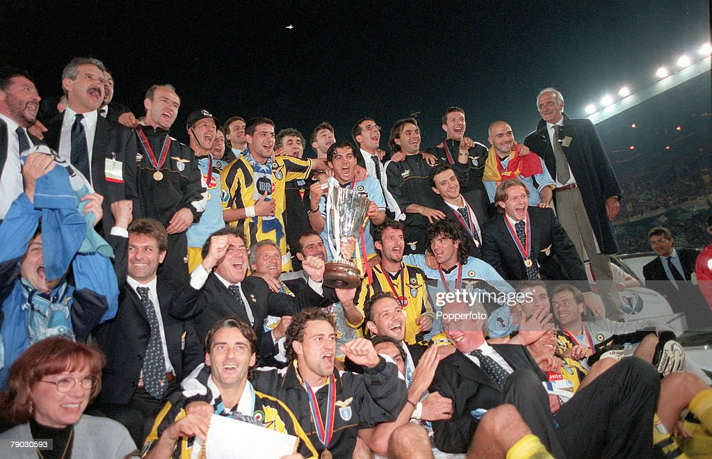 Football. 1999 UEFA Cup Winners Cup Final. Birmingham. 19th May, 1999. Lazio 2 v Mallorca 1. The Lazio team celebrate with the trophy . : News Photo