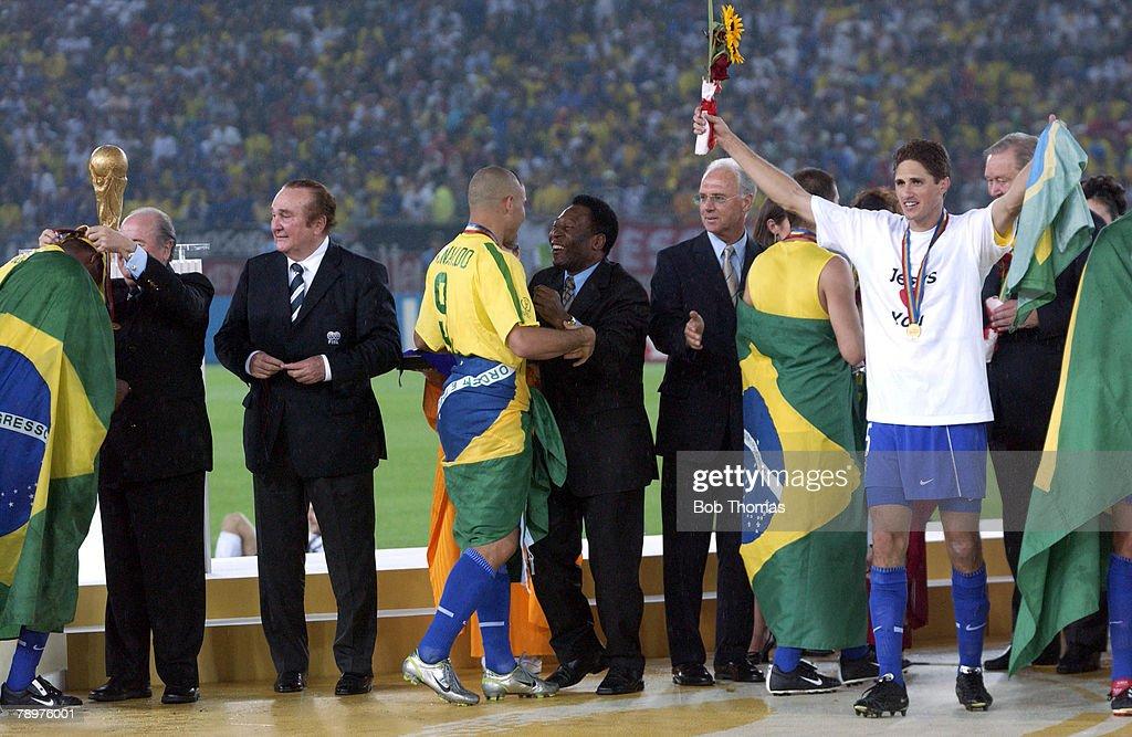 BT Football. 2002 FIFA World Cup Final. Yokohama, Japan. 30th June 2002. Germany 0 v Brazil 2. Brazil's Ronaldo greets Pele after receiving his winners medal. : News Photo