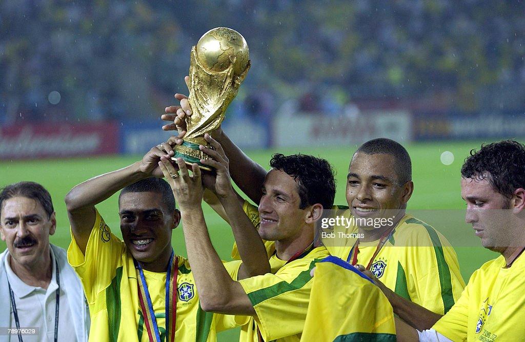 BT Football. 2002 FIFA World Cup Final. Yokohama, Japan. 30th June 2002. Germany 0 v Brazil 2. Brazil's (L-R); Kleberson, Belletti & Gilberto Silva celebrate with the World Cup trophy. : News Photo