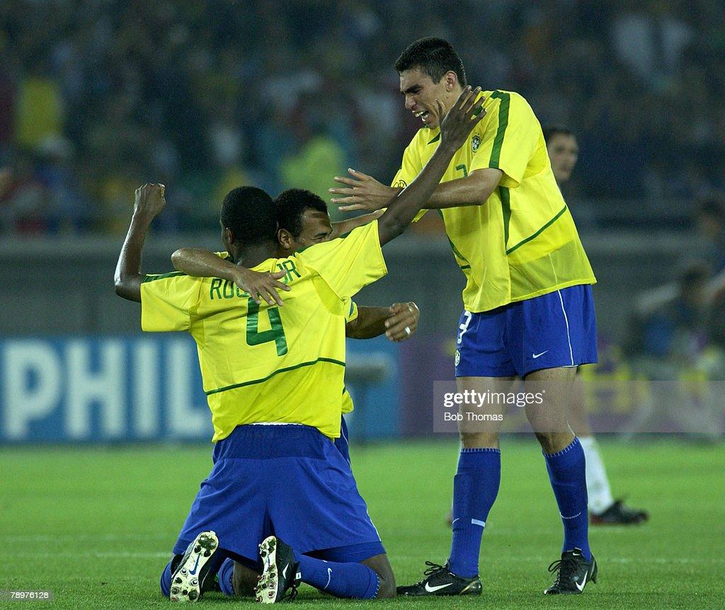 BT Football. 2002 FIFA World Cup Final. Yokohama, Japan. 30th June 2002. Germany 0 v Brazil 2. Brazil's Roque Junior and Lucio celebrate victory. : News Photo