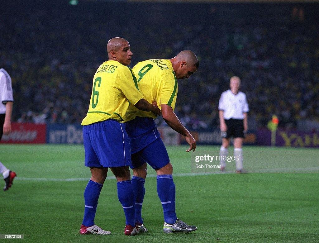 Football, 2002 FIFA World Cup Finals, Final, Yokohama, Japan, 30th June 2002, Germany 0 v Brazil 2, Brazil's two goal hero Ronaldo, 9, helped to his feet by Roberto Carlos after a strong German challenge,Credit: POPPERFOTO/JOHN McDERMOTT