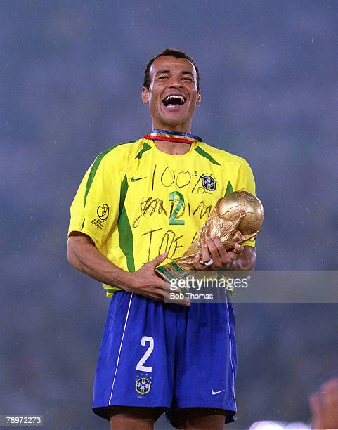 Football, 2002 FIFA World Cup Finals, Final, Yokohama, Japan, 30th June 2002, Germany 0 v Brazil 2, Brazil captain Cafu holds the World Cup trophy at...