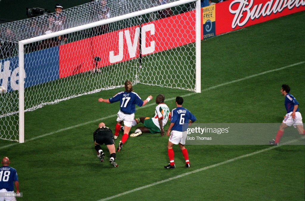 Football. 2002 FIFA World Cup Finals. Group A. Seoul, South Korea. 31st May 2002. France 0 v Senegal 1. Senegal's Papa Bouba Diop scores the winning goal. : News Photo
