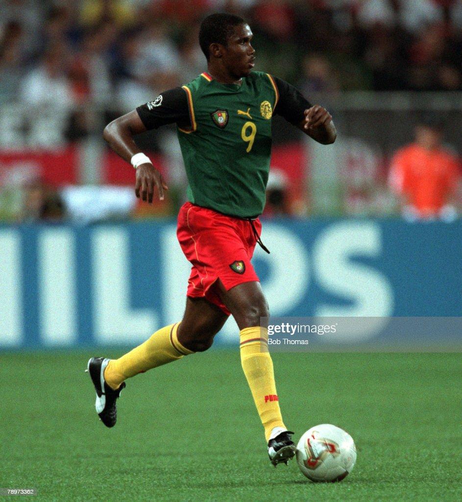 Football. 2002 FIFA World Cup Finals. Group E. Shizuoka, Japan. 11th June 2002. Germany 2 v Cameroon 0. Cameroon's Samuel Etoo. Credit: POPPERFOTO/JOHN MCDERMOTT : Foto jornalística