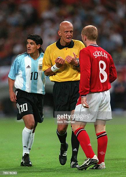 Football 2002 FIFA World Cup Finals Group F Sapporo Japan 7th June 2002 Argentina 0 v England 1 Italian referee Pierluiga Collini has a word with...