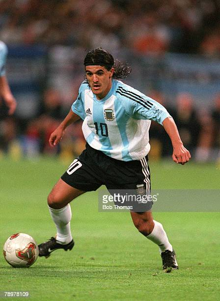 Football 2002 FIFA World Cup Finals Group F Sapporo Japan 7th June 2002 Argentina 0 v England 1 Argentina's Ariel Ortega on the ball Credit...