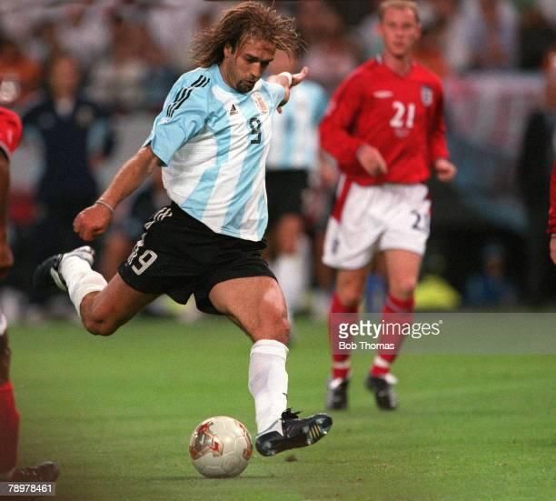 Football 2002 FIFA World Cup Finals Group F Sapporo Japan 7th June 2002 Argentina 0 v England 1 Argentina's Gabriel Batistuta shoots at goalCredit...