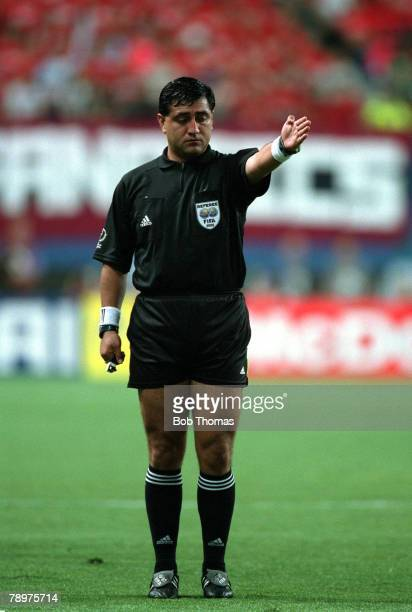 Football 2002 FIFA World Cup Finals Second Phase Daejeon South Korea 18th June 2002 South Korea 2 v Italy 1 Referee Byron Moreno gestures for a...
