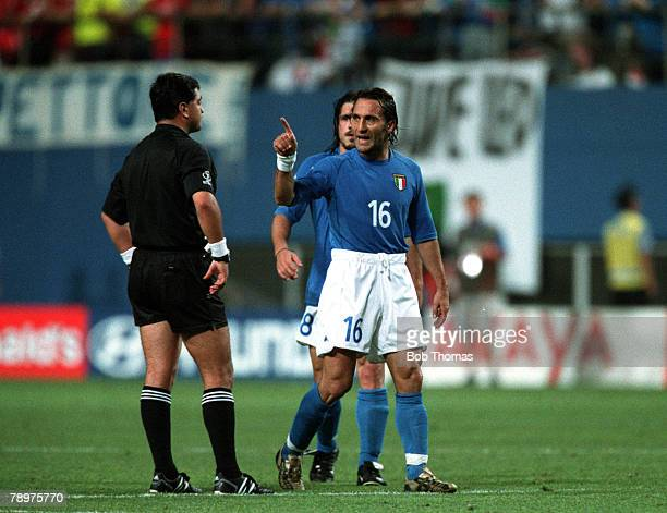 Football, 2002 FIFA World Cup Finals, Second Phase, Daejeon, South Korea, 18th June 2002, South Korea 2 v Italy 1 , Italy's Angelo Di Livio argues...