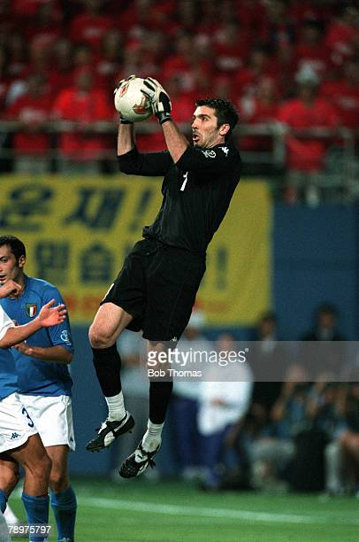 Football 2002 FIFA World Cup Finals Second Phase Daejeon South Korea 18th June 2002 South Korea 2 v Italy 1 Italy goalkeeper Gianluigi Buffon catches...