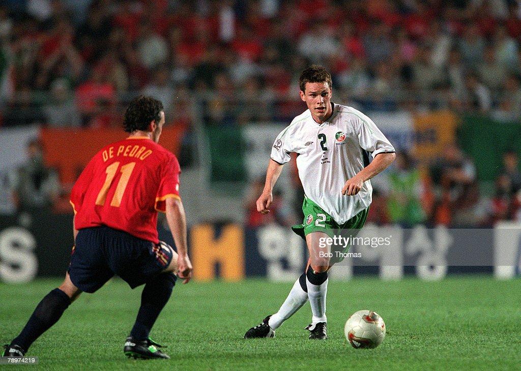 Football. 2002 FIFA World Cup Finals. Second Phase. Suwon, South Korea. 16th June 2002. Spain 1 v Republic Of Ireland 1. (Spain win on penalties). Ireland's Steve Finnan is faced by Spain's De Pedro.Credit: POPPERFOTO/JOHN MCDERMOTT : News Photo