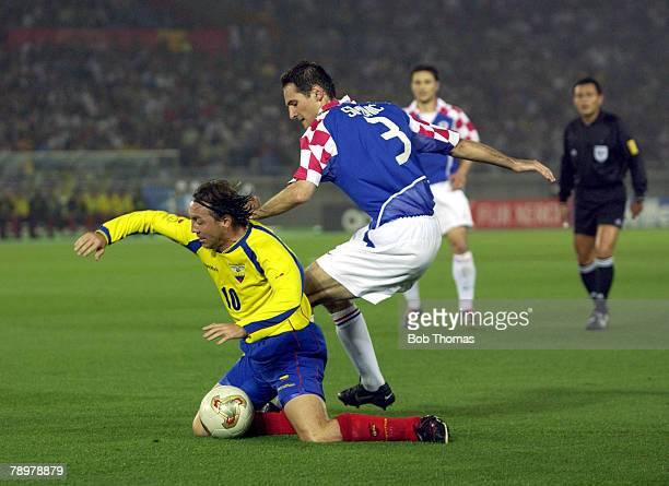 Football, 2002 FIFA World Cup Finals, Yokohama, Japan, 13th June 2002, Ecuador 1 v Croatia 0, Ecuador's Alex Aguinaga traps the ball while Croatia's...