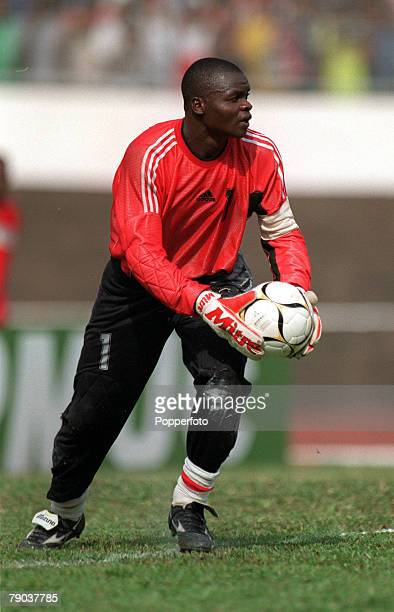 Football 2002 World Cup Qualifier African Second Round Group A Yaounde 25th February 2001 Cameroon 1 v Zambia 0 Zambias goalkeeper Collins Mbulo