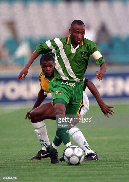 Football 2002 World Cup Qualifier African Second Round Group E Johannesburg 5th May 2001 South Africa 2 v Zimbabwe 1 Zimbabwe's Peter Ndlovu on the...