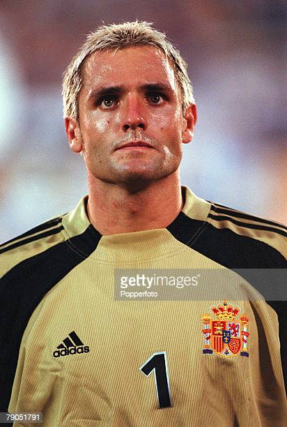 Football 2002 World Cup Qualifier Group 7 6th June 2001 Tel Aviv Israel 1 v Spain 1 Spain's goalkeeper Jose Canizares