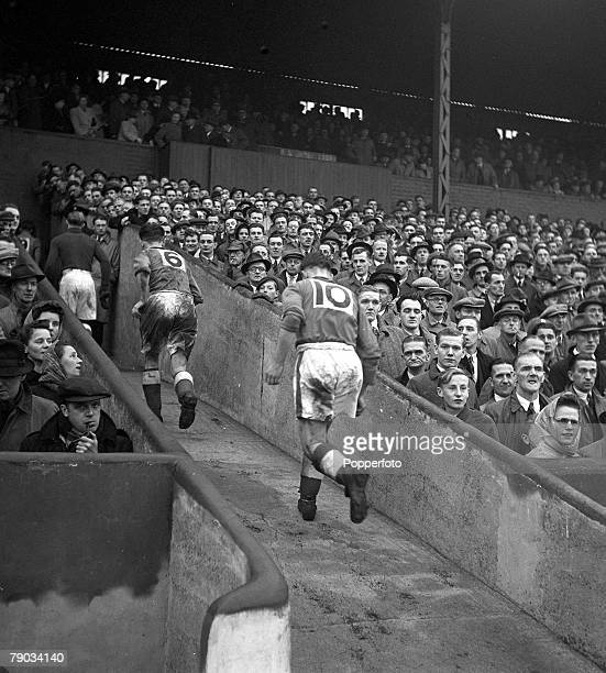 Football, 21st October 1946, A picture taken at the end of the first half between Barnsley and Tottenham, with the players running into the tunnel...