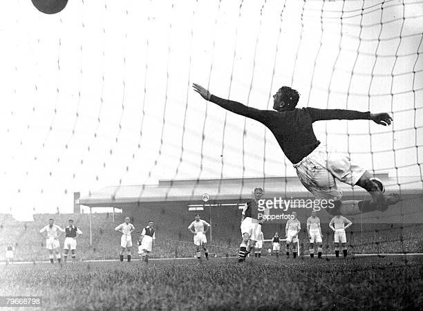 Football 21st September 1935 Highbury Stadium London Arsenal v Manchester City Arsenals Cliff Bastin scores with a penalty kick past Manchester Citys...