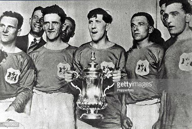 Football 23rd April 1927 FA Cup Final Cardiff City 1 v Arsenal 0 Cardiffs Keenor and his fellow team mates with the cup It was the first time the FA...
