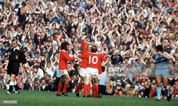 Football 29th August Manchester United players congratulate Denis Law after he scored a goal aginst West Ham in their league match