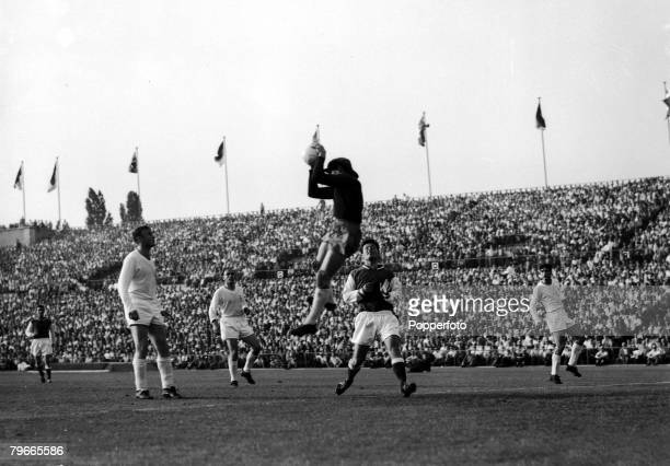 Football, 8th June 1959, Stuttgart, Germany, European Cup Final, Real Madrid 2 v Stade Reims 0, Real Madrid goalkeeper Dominguez leaps to save from...