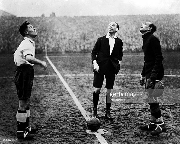 Football 9th December Highbury London England England 7 v Spain 1 The English captain Blenkinsop tosses the coin with the Spanish captain Zamora the...