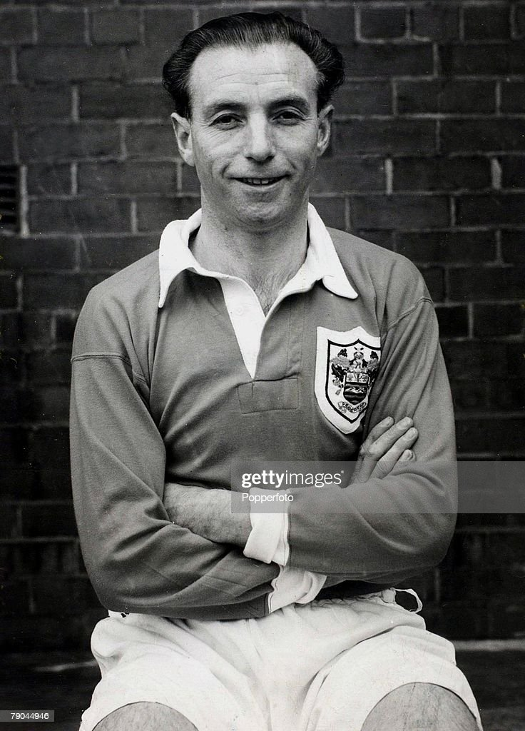 Football. 1951. A portrait of Stanley Matthews of Blackpool and England. : News Photo