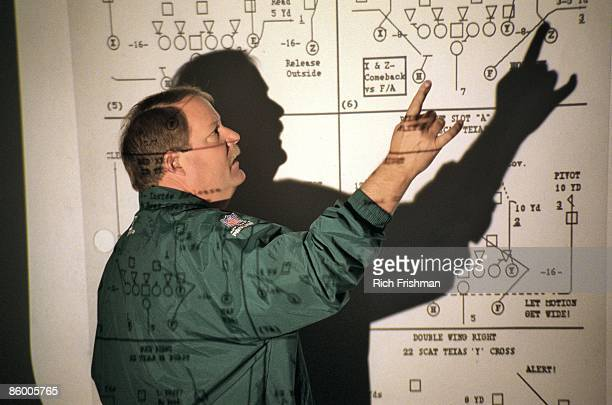 A Week in the Life Green Bay Packers coach Mike Holmgren discussing plays on board with overhead projector during Wednesday team meeting at 930am in...