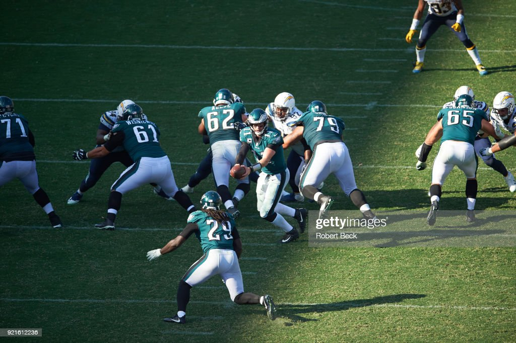 Aerial view of Philadelphia Eagles QB Carson Wentz (11) in action, handing off to LeGarrette Blount (29) vs Los Angeles Chargers at StubHub Center. Robert Beck TK1 )
