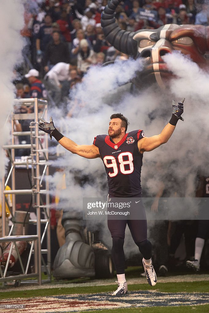 Houston Texans Connor Barwin (98) victorious during player introductions before game vs Cincinnati Bengals at Reliant Stadium. John W. McDonough F76 )