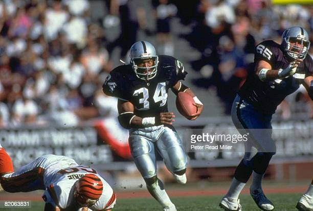 AFC Playoffs Los Angeles Raiders Bo Jackson in action rushing vs Cincinnati Bengals Los Angeles CA 1/13/1990 CREDIT Peter Read Miller