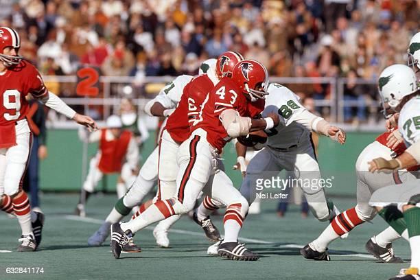 Atlanta Falcons Dave Hampton in action vs Philadelphia Eagles at Veterans Stadium Philadelphia PA CREDIT Neil Leifer