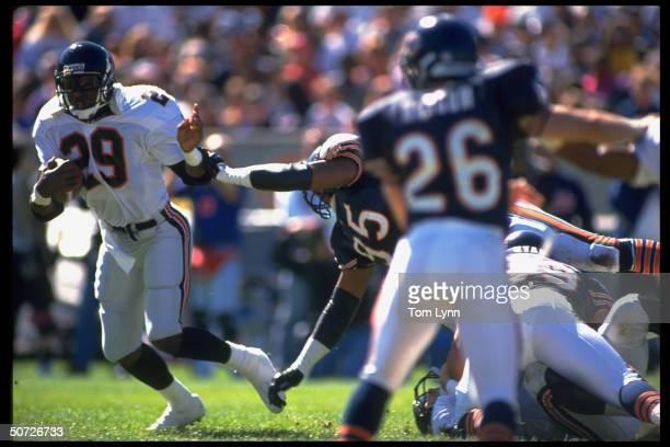 Atlanta Falcons Eric Dickerson in action vs Chicago Bears Richard Dent.
