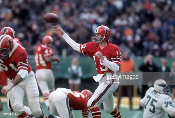 Atlanta Falcons QB Bob Lee in action passing vs Philadelphia Eagles at Veterans Stadium Philadelphia PA CREDIT Neil Leifer