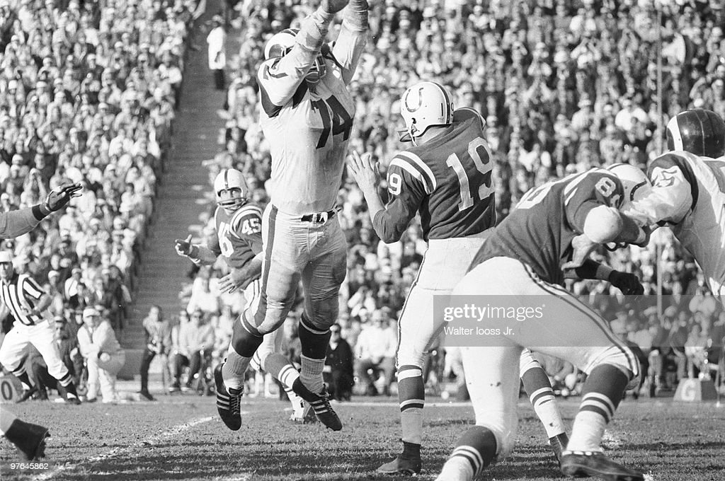 e12cf9ac1 Baltimore Colts QB Johnny Unitas (19) in action