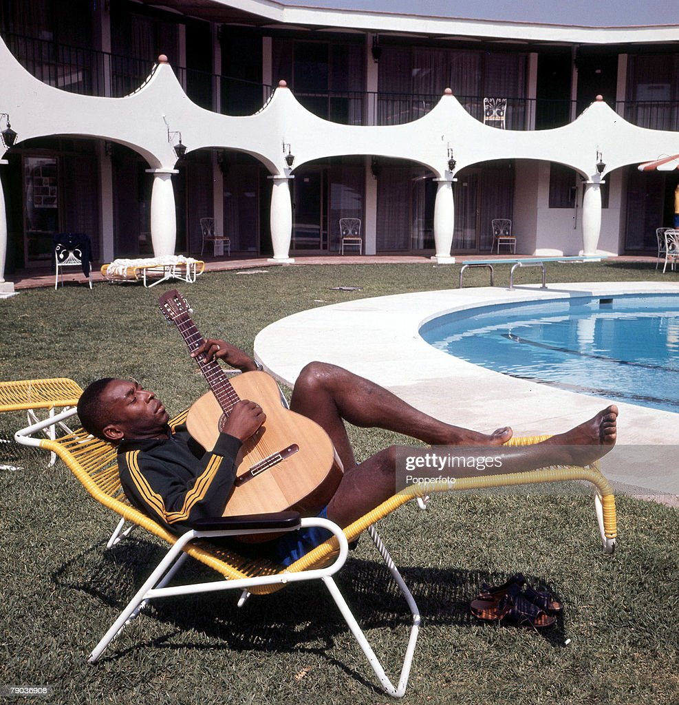 Football. Brazilian legend Pele, one of the stars of the victorious Brazil team of the 1970 World Cup Finals in Mexico, relaxes by the swimming pool in his hotel whilst playing the guitar . : News Photo