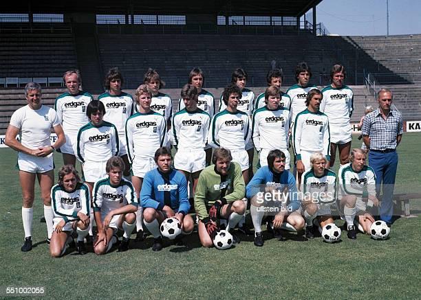 football Bundesliga 1976/1977 Borussia Moenchengladbach team presentation team shot behind fltr HansJuergen Wittkamp Horst Wohlers Gerd Engels...