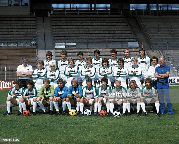 football Bundesliga 1977/1978 Borussia Moenchengladbach team presentation team shot behind fltr Helmut Dudek Norbert Ringels Rudolf Gores Christian...