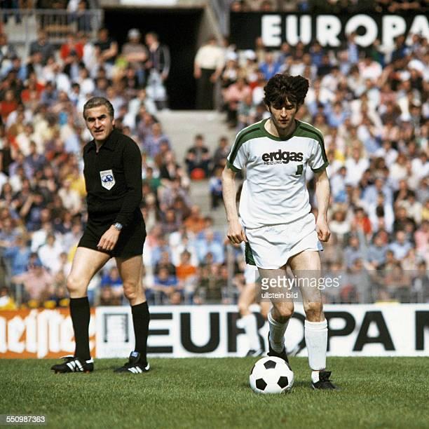 football Bundesliga 1977/1978 Rhine Stadium Duesseldorf Borussia Moenchengladbach versus Borussia Dortmund 120 emphatic victory of Borussia scene of...