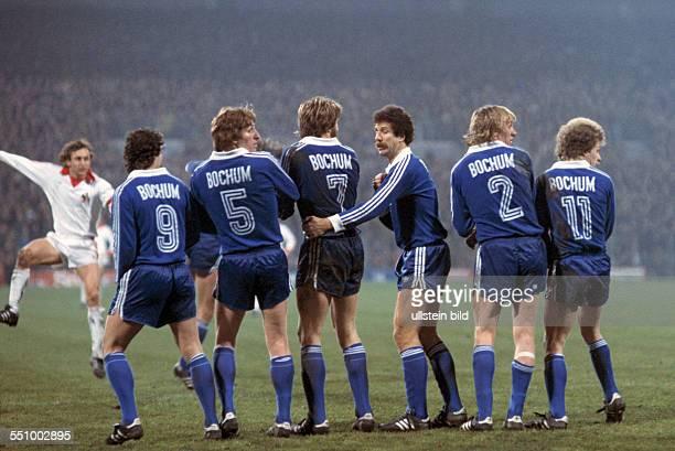 Football, Bundesliga, 1977/1978, Stadium an der Castroper Strasse, VfL Bochum versus 1. FC Cologne 0:0, scene of the match, free kick, Heinz Flohe...