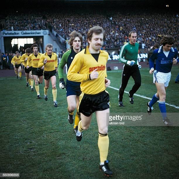 football Bundesliga 1978/1979 Parkstadion FC Schalke 04 versus Borussia Dortmund 51 runningin of the teams ahead team leader Lothar Huber behind...