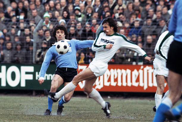 Football, Bundesliga, 1978/1979, Stadium am Boekelberg, Borussia Moenchengladbach versus Hamburger SV 4:3, scene of the match, Kevin Keegan left and...