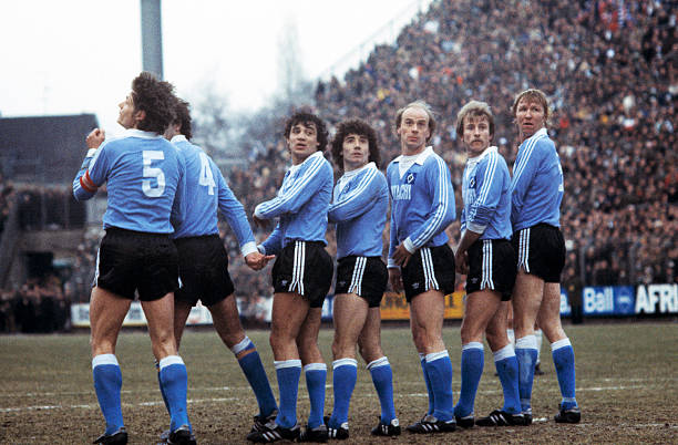 Football, Bundesliga, 1978/1979, Stadium am Boekelberg, Borussia Moenchengladbach versus Hamburger SV 4:3, scene of the match, free kick, wall of HSV...