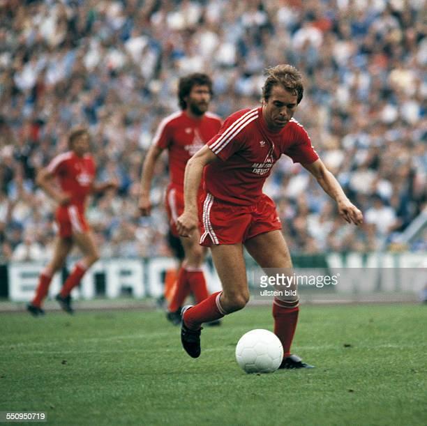 football Bundesliga 1979/1980 Parkstadion FC Schalke 04 versus FC Bayern Munich 11 scene of the match Wolfgang Kraus in ball possession