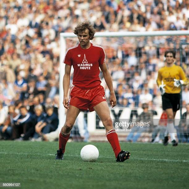 football Bundesliga 1979/1980 Parkstadion FC Schalke 04 versus FC Bayern Munich 11 scene of the match Udo Horsmann in ball possession