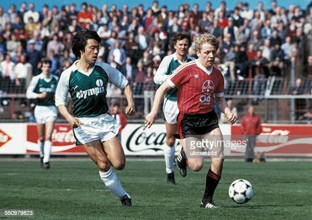football Bundesliga 1983/1984 Ulrich Haberland Stadium Bayer 04 Leverkusen versus SV Werder Bremen 00 scene of the match Wolfgang Voege in ball...