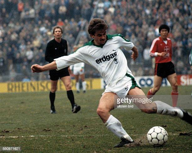 Football, Bundesliga, 1984/1985, Stadium am Boekelberg, Borussia Moenchengladbach versus Bayer 04 Leverkusen 1:1, scene of the match, Christian...
