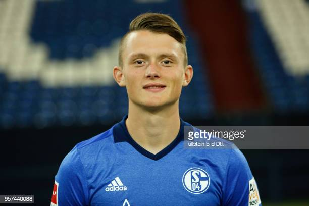 football Bundesliga 2017/2018 FC Schalke 04 Veltins Arena photo shooting players pool Fabian Reese